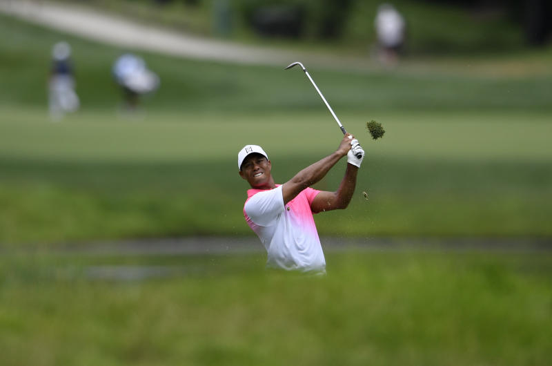 Hot-putting Woods shoots 65 to sit four off lead