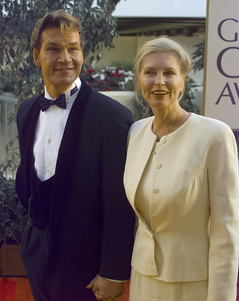 Patrick Swayze and wife sa Niemi arrive at the Golden Globes in 1997. (Getty)