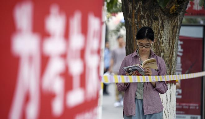 A student prepares for the national college entrance exam in Yinchuan, Ningxia Hui in June. Next year the region will stop giving students of ethnic background extra marks. Photo: Xinhua