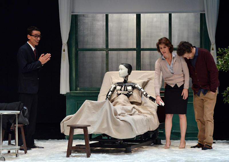 """French actress Irene Jacob (2nd R), actors Jerome Kircher (R) and Thierry Vy Huu (L) perform with android Repliee S1 during a rehearsal of """"La Metamorphose version Androide"""" in Yokohama, suburban Tokyo, October 7, 2014 (AFP Photo/Yoshikazu Tsuno)"""