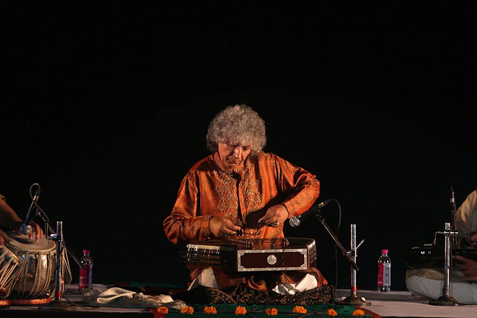 This acclaimed Santoor player has composed some great musical scores throughout the eighties. Faasle (1985), Chandni (1989), Lamhe (1991), and Darr (1993) were some of his big hits.