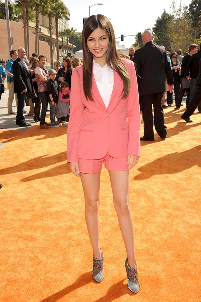 Victoria Justice arrives at the 2012 Nickelodeon Kids' Choice Awards in Los Angeles, California.