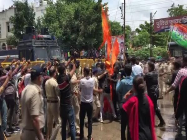 Police resorting to lathi charge on Congress workers in Indore (Photo/ANI)