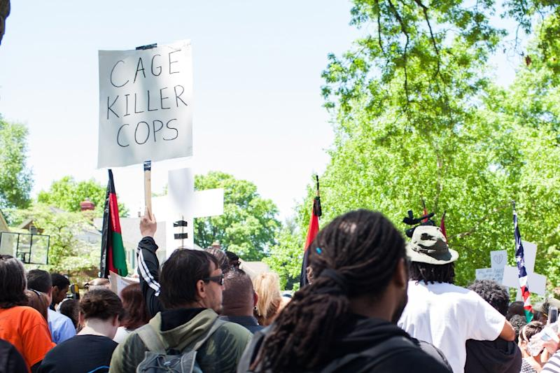 People protest outside the house of Prosecutor Timothy McGinty in reaction to Cleveland police officer Michael Brelo being acquitted of manslaughter charges, on May 23, 2015 in Cleveland, Ohio (AFP Photo/Ricky Rhodes)