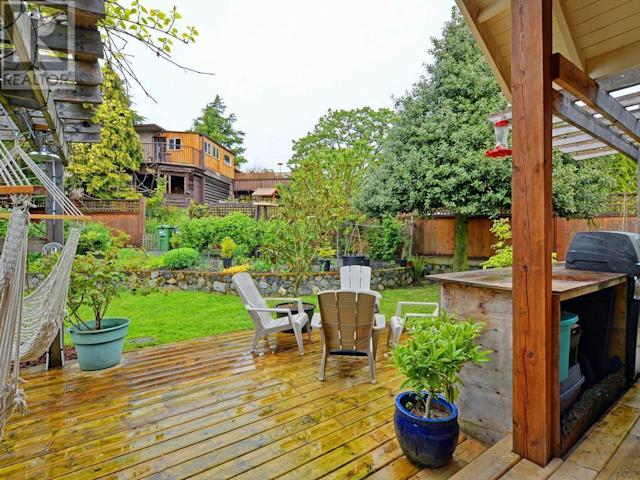 <p><span>2804 Cook St., Victoria, B.C.</span><br> Outside you'll find a well-cared-for garden, with fruit trees, a sunny patio and a pond.<br> (Photo: Zoocasa) </p>