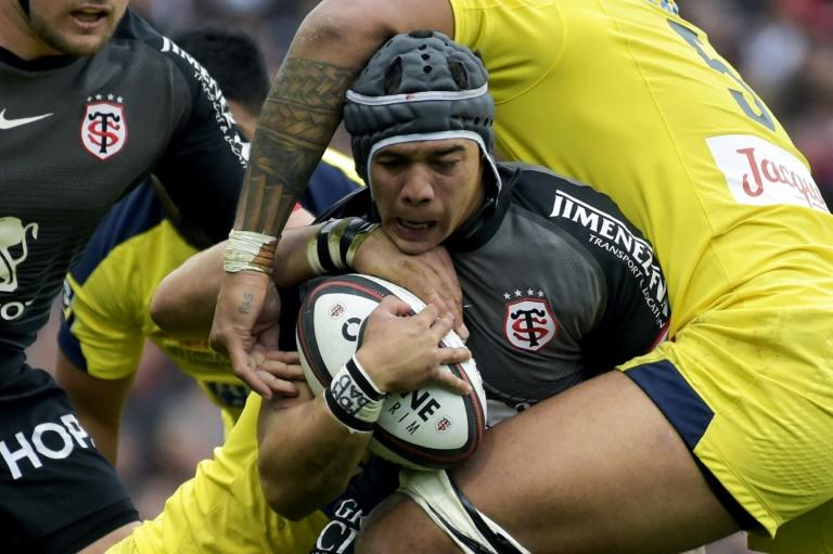 Toulouse winger Cheslin Kolbe (C) is tackled during the French Top 14 match against Clermont last weekend