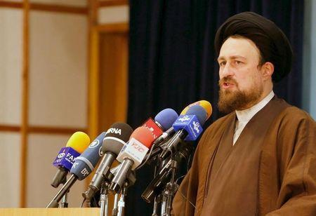 Hassan Khomeini, 43, a grandson of Iran's Ayatollah Ruhollah Khomeini, talks to journalists after he registered for February's election of the Assembly of Experts, the clerical body that chooses the supreme leader, at Interior Ministry in Tehran December 18, 2015. REUTERS/TIMA