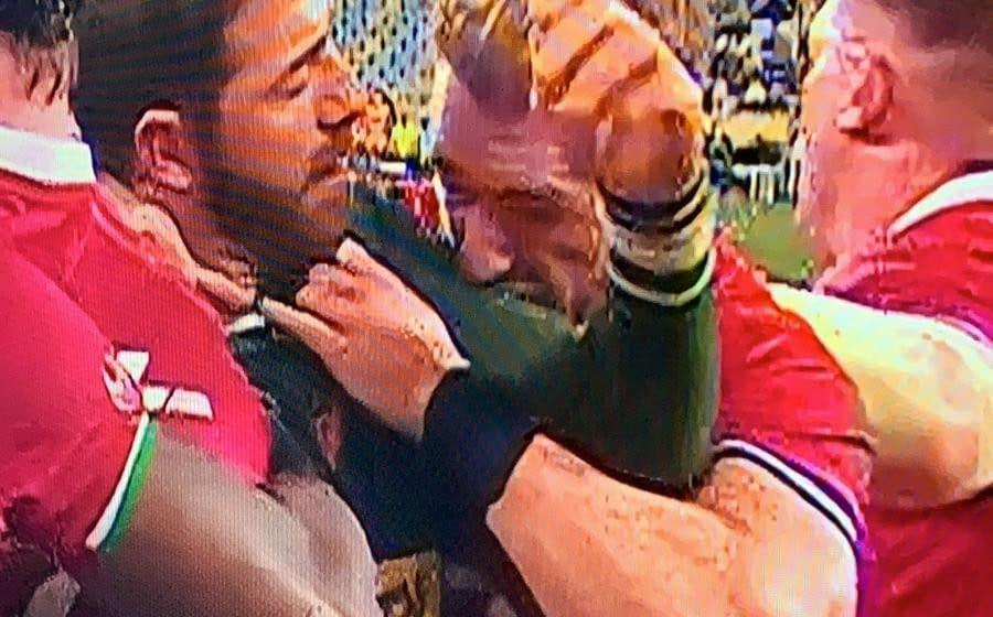 Willie le Roux's arm makes contact with Stuart Hogg's face - SKY SPORTS
