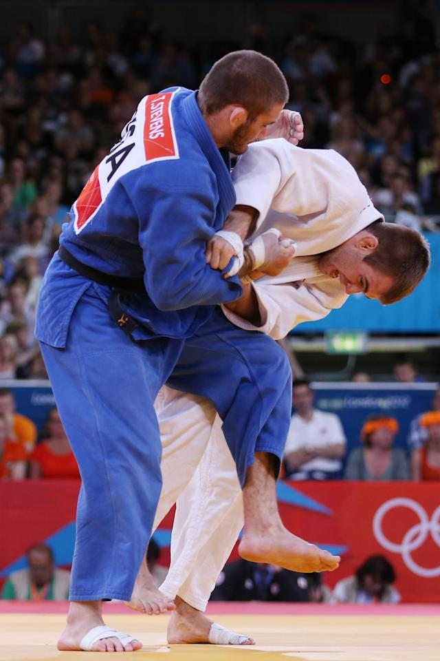 LONDON, ENGLAND - JULY 31: Antoine Valois-Fortier of Canada competes wih Travis Stevens of the United States in the Men's -81 kg Judo on Day 4 of the London 2012 Olympic Games at ExCeL on July 31, 2012 in London, England. (Photo by Quinn Rooney/Getty Images)