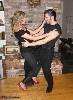 """Vía <a href=""""http://www.costume-works.com/costumes_for_couples/grease.html"""" target=""""_blank"""">Costume-Works.com</a>"""
