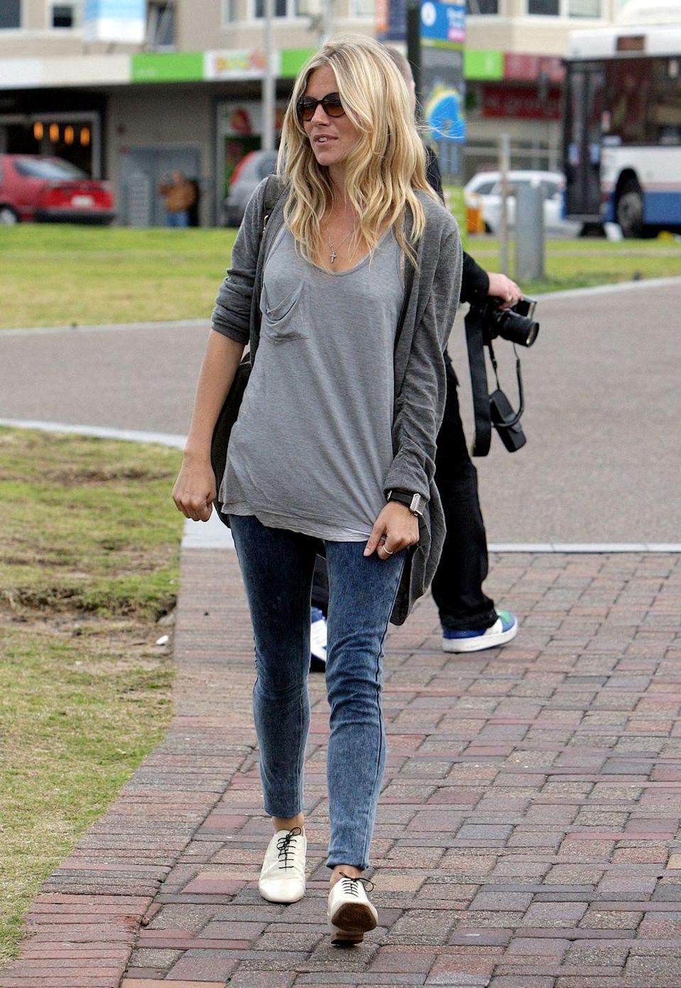 <p>Sienna Miller's skinny jeans are so stretchy and thin they're sort of jeggings. </p>