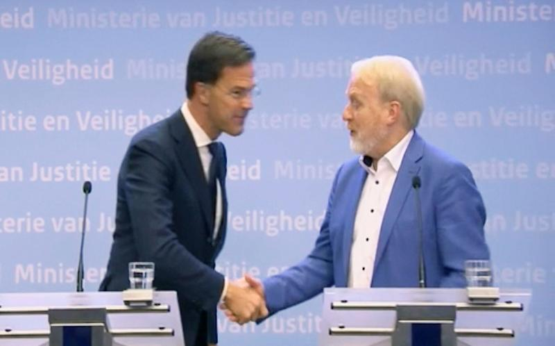 <strong>The Dutch PM shook hands with the Head of Infectious Diseases Jaap van Dissel of the Public Health Institute, at The Hague.</strong> (Photo: ASSOCIATED PRESS)
