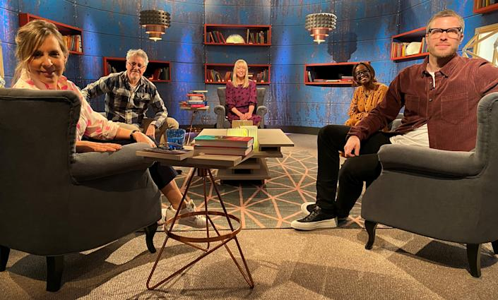 Between The Covers with Mel Giedroyc, Griff Rhys Jones, Sara Cox, Oti Mabuse and Rick Edwards. (BBC / Cactus)