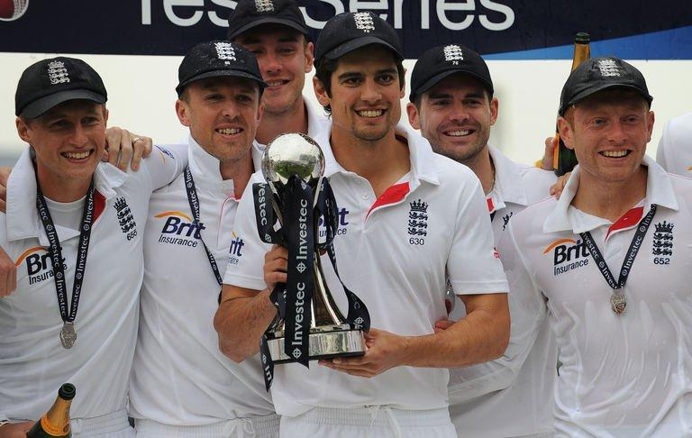 England's Alastair Cook (C) with teammates as England celebrates a series win vs New Zealand in Leeds on May 28, 2013
