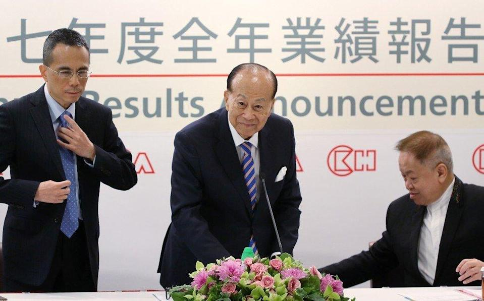 Victor Li Tzar-kuoi (left), Li Ka-shing (centre) and Canning Fok Kin-ning (right) during the joint results press briefing by CK Hutchison Holdings Limited and CK Asset Holdings on March 16, 2018, during which the elder Li announced his retirement. Photo: Sam Tsang