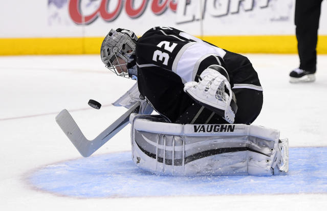 Los Angeles Kings goalie Jonathan Quick stops a shot during the third period in Game 6 of an NHL hockey first-round playoff series against the San Jose Sharks, Monday, April 28, 2014, in Los Angeles. The Kings won 4-1. (AP Photo)