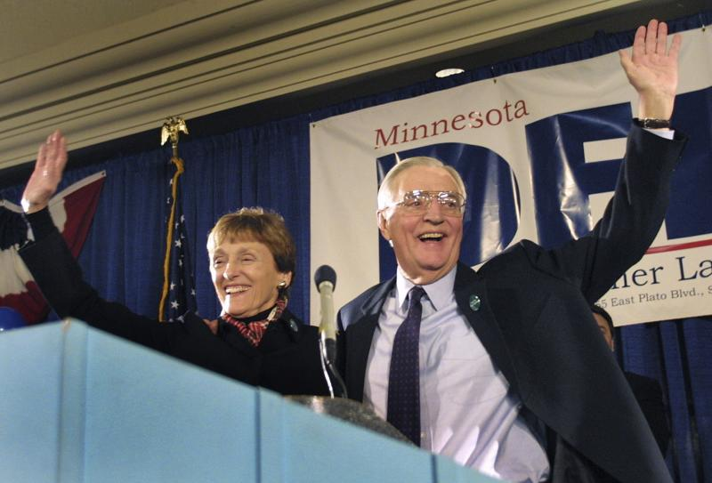 Democratic Senate candidate and former Vice President Walter Mondale and his wife Joan wave to supporters from the stage at his election night headquarters in St.Paul, Minnesota in this file photo taken November 5, 2002. Joan Mondale died on Monday at the age of 83, her family said in a statement. REUTERS/Scott Cohen/Files (UNITED STATES - Tags: POLITICS OBITUARY)