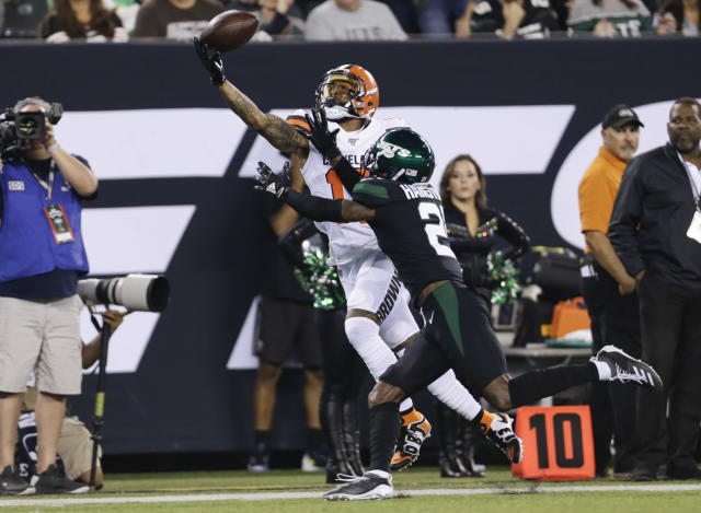 Cleveland Browns wide receiver Odell Beckham (13) made another great one-handed catch. (AP)