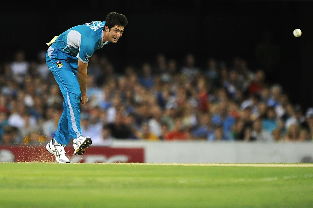 BRISBANE, AUSTRALIA - JANUARY 03:  Ben Cutting of the Heat bowls during the Big Bash League match between the Brisbane Heat and the Melbourne Stars at The Gabba on January 3, 2013 in Brisbane, Australia.  (Photo by Matt Roberts/Getty Images)
