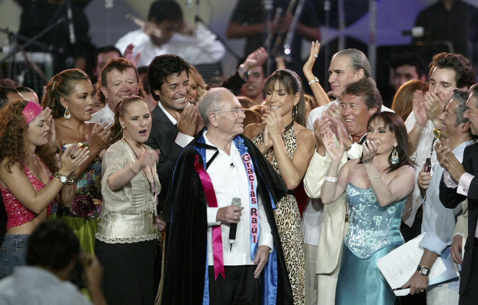 **FILE** Mexican TV host Raul Velasco, center, is greeted by singers and artists during Velasco's Tribute in this Oct. 17, 2006 file photo, in Acapulco, Mexico. Velasco died at the age of 73 on Sunday, Nov. 26, 2006, at his house in Acapulco. (AP Photo/Guillermo Arias, file)