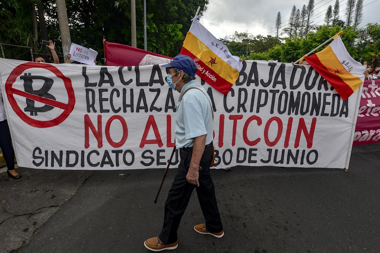 Many Salvadorans think that the move is a 'scam for money laundering and will make us a tax haven for Bitcoin millionaires.' Photo: Camilo Freedman/Aphotografia/Getty