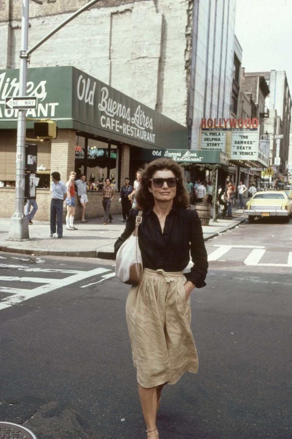 <p>That easy elegance is not something that can be taught. Here is Jackie walking in New York City in 1981 in a linen skirt and black blouse with a great handbag. </p>
