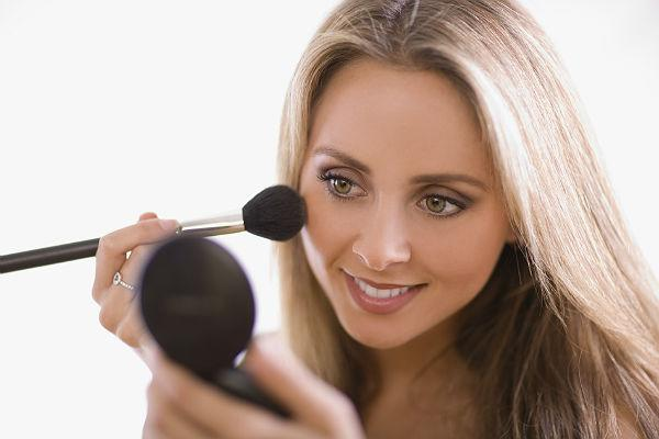 <b>Beauty tip 8: Wear mineral makeup </b><br>Don't clog your pores up with a thick, heavy foundation that won't allow your skin to breathe. Instead, opt for kinder ways to cover up imperfections such as mineral makeup or BB creams. Most mineral powders even help to prevent spots whilst BB creams moisturise your skin and even out skin tone without clogging your pores.