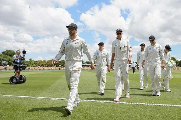 CHRISTCHURCH, NEW ZEALAND - JANUARY 20: Kane Williamson, Tom Latham, Tim Southee, Jeet Raval, Ross Taylor and BJ Watling of New Zealand walk from the ground at the lunch break during day one of the Second Test match between New Zealand and Bangladesh at Hagley Oval on January 20, 2017 in Christchurch, New Zealand. (Photo by Kai Schwoerer/Getty Images)