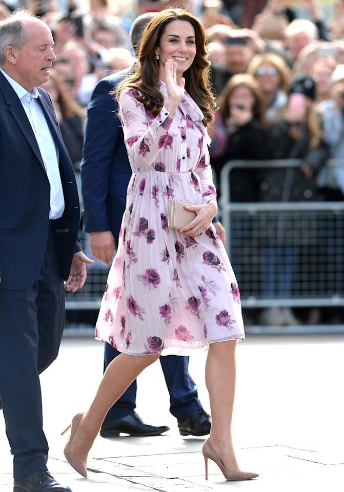<h2>A pair of classic nude pumps</h2>                                                                                                                                                                             <p><p>The Duchess complemented her Kate Spade dress with these elegant Gianvito Rossi suede pumps at a London event in honor of World Mental Health Day.</p>                                                                                                                                                                               <h4>Splash News</h4>