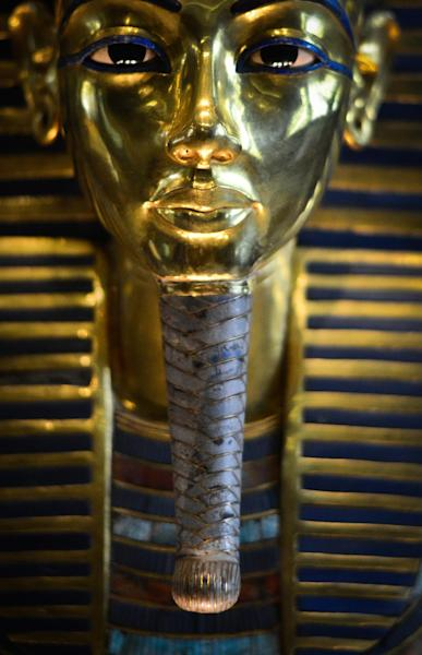 Picture taken on January 23, 2015 shows the burial mask of Egyptian Pharaoh Tutankhamun, who ruled Egypt from 1334 to 1325 BC, at the Cairo museum in the Egyptian capital (AFP Photo/Mohamed El-Shahed)