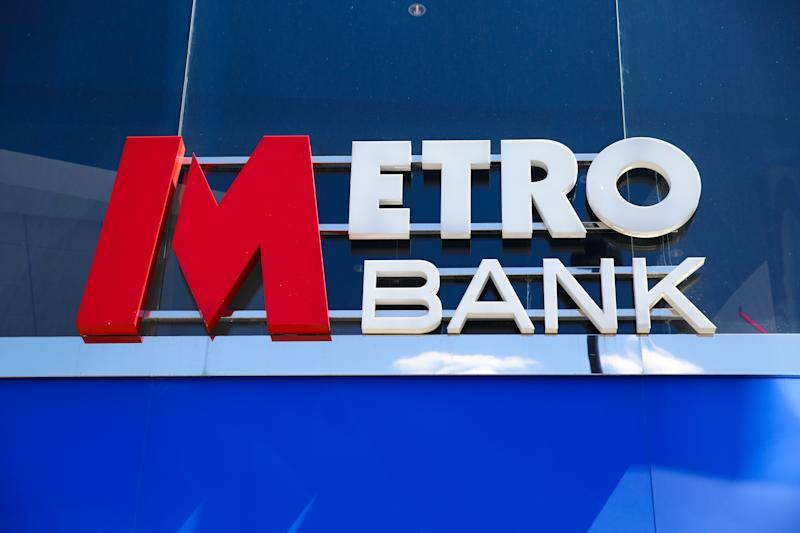 LONDON, UK, UNITED KINGDOM - 2019/05/13: A Metro Bank branch is seen in London. Metro Banks shares dropped by 8% on Monday 13 May 2019 leaving them 70% lower for the year to date and concerns about the banks financial position. At its many branches, it has been reported that customers are queueing outside the bank after a WhatsApp message advising people to withdraw their money out of their accounts and empty safe deposit boxes. (Photo by Dinendra Haria/SOPA Images/LightRocket via Getty Images)