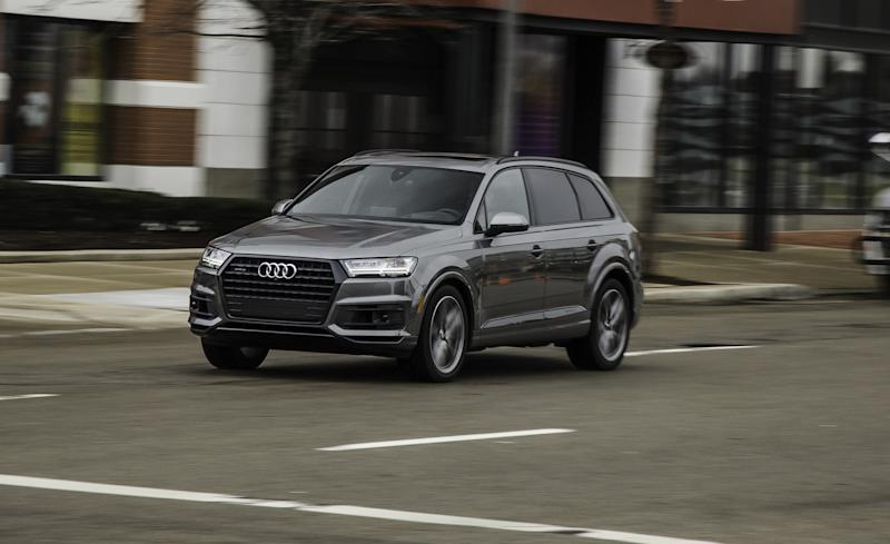 What We Like The 2017 Audi Q7 May Weigh More Than Two And A Half Tons But You D Never Know It From Driver S Seat Much Of Credit Goes To Our