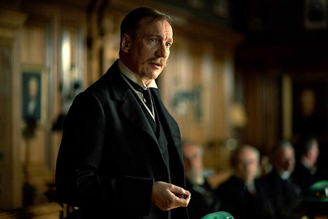 <p>David Thewlis plays the British politician who prefers a peaceful end to the war, but is also willing to bankroll Steve and Diana's secret mission to thwart the German's poison-gas attack. (Photo: Warner Bros.) </p>