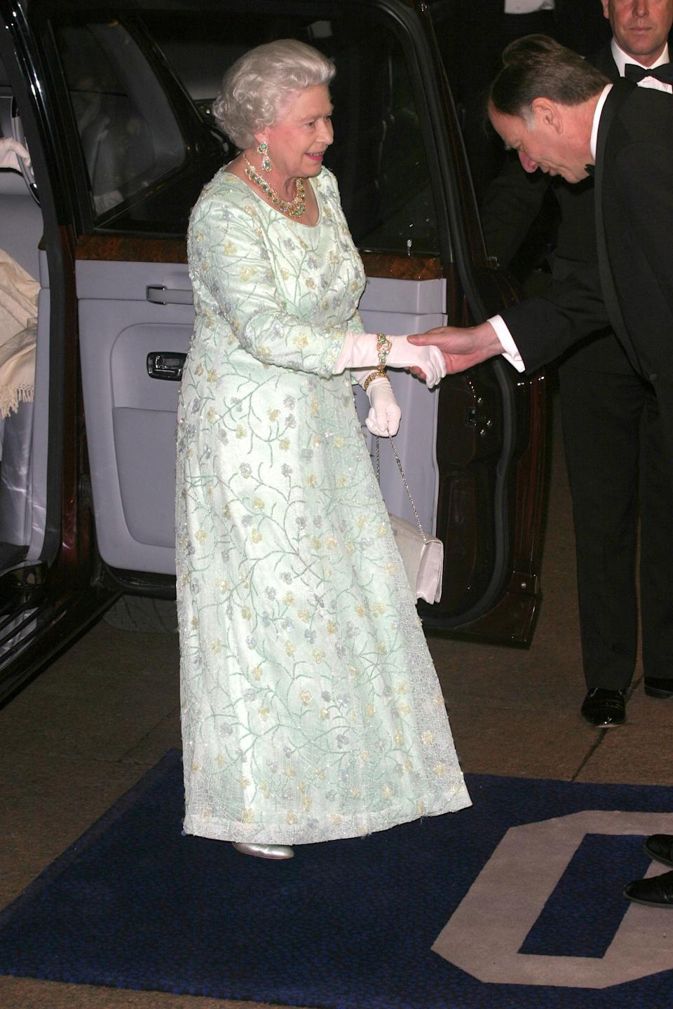 <p>In 2004, Her Majesty wore a sorbet-hued long-sleeved dress (complete with regal white gloves) for the red carpet. <em>[Photo: Getty]</em> </p>