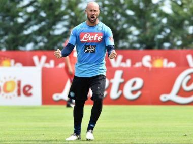 Premier League: Aston Villa sign former Liverpool goalkeeper Pepe Reina on loan as replacement for injured Tom Heaton