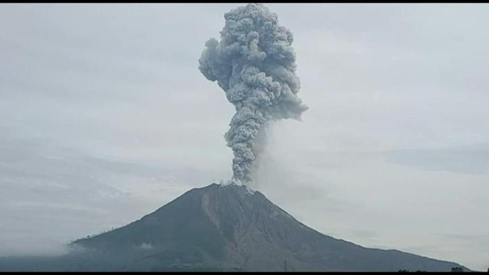 Indonesia: Mount Sinabung spews hot ash and smoke into the sky