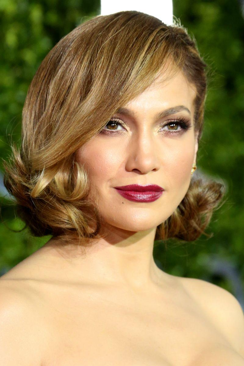 <p>Old Hollywood eat your heart out with a dramatic side swept bob and blackberry lips.</p>
