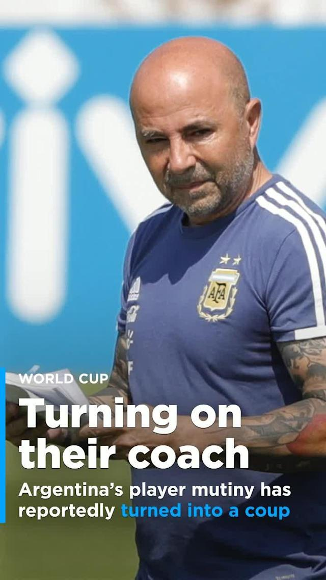 TyC Sports, one of the most prominent – though not always accurate – TV outlets in Argentina, reported Saturday afternoon that Argentinean players are no longer following manager Jorge Sampaoli's orders.