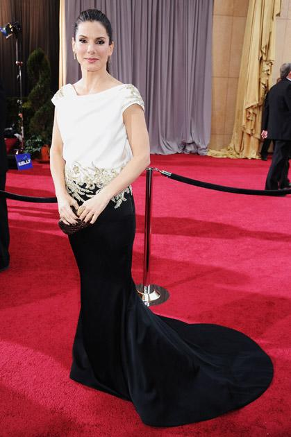 HOLLYWOOD, CA - FEBRUARY 26:  Actrses Sandra Bullock arrives at the 84th Annual Academy Awards held at the Hollywood & Highland Center on February 26, 2012 in Hollywood, California.  (Photo by Jeff Kravitz/FilmMagic)