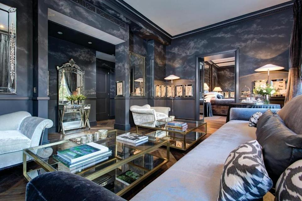 """<p>The unique and extravagant Presidential Suite at <a href=""""https://go.redirectingat.com?id=127X1599956&url=https%3A%2F%2Fwww.booking.com%2Fhotel%2Fgb%2Fthe-franklin-kensington.en-gb.html%3Faid%3D2070929%26label%3Dhotel-suites-london&sref=https%3A%2F%2Fwww.redonline.co.uk%2Ftravel%2Fg37383631%2Fhotel-suites%2F"""" rel=""""nofollow noopener"""" target=""""_blank"""" data-ylk=""""slk:The Franklin London"""" class=""""link rapid-noclick-resp"""">The Franklin London</a> has a stunning view of a traditional Knightsbridge garden and park. Designed by Anouska Hempel, the hotel suite's sophisticated sitting room features marbled surfaces, design mirrors and luxury furniture. </p><p>Naturally, the spacious 62 square-metre suite includes a double bedroom with a four-poster bed, lounge, walk-in closet and a large bathroom with double washbasin. You can also indulge with luxuries like Frette bed linen and towels, a GHD hairdryer and Penhaligon's toiletries. </p><p><strong>From £950 per night</strong></p><p><a class=""""link rapid-noclick-resp"""" href=""""https://go.redirectingat.com?id=127X1599956&url=https%3A%2F%2Fwww.booking.com%2Fhotel%2Fgb%2Fthe-franklin-kensington.en-gb.html%3Faid%3D2070929%26label%3Dhotel-suites-london&sref=https%3A%2F%2Fwww.redonline.co.uk%2Ftravel%2Fg37383631%2Fhotel-suites%2F"""" rel=""""nofollow noopener"""" target=""""_blank"""" data-ylk=""""slk:CHECK AVAILABILITY"""">CHECK AVAILABILITY</a></p>"""
