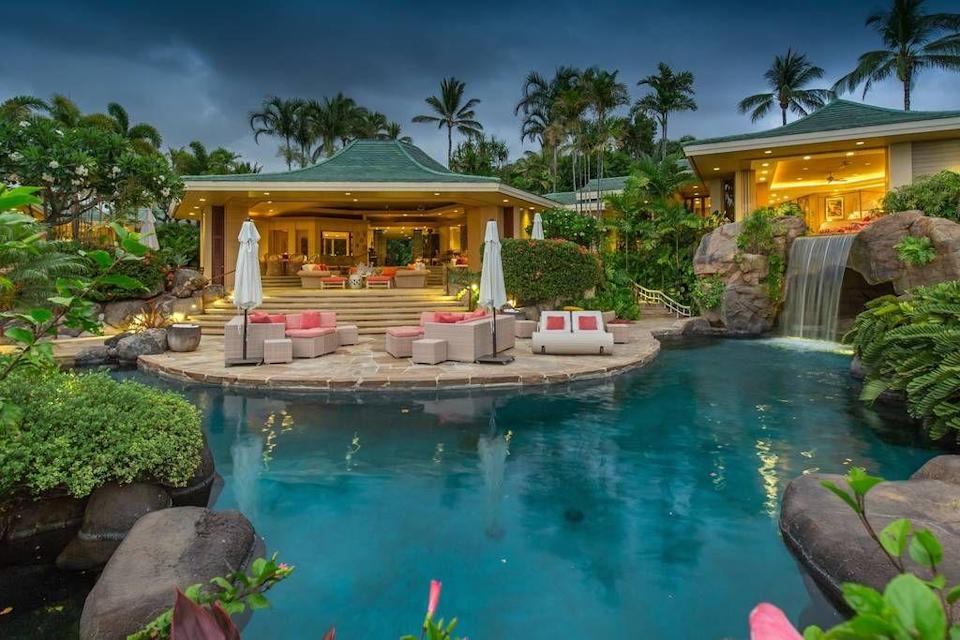 """<p>The setting of this pool feels so private, like you're in the middle of your own private oasis.</p><p>Book via: <a href=""""https://www.airbnb.co.uk/rooms/19271385?guests=6&adults=6&location=hawaii&s=Puvl8uFV"""" rel=""""nofollow noopener"""" target=""""_blank"""" data-ylk=""""slk:Airbnb"""" class=""""link rapid-noclick-resp"""">Airbnb</a></p>"""