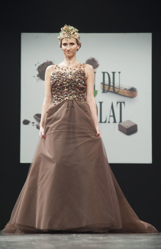 <p>For the chocolate lover with an impending marriage, look no further for your wedding dress. Don't worry about dessert! Guests can dine on your gown.</p>