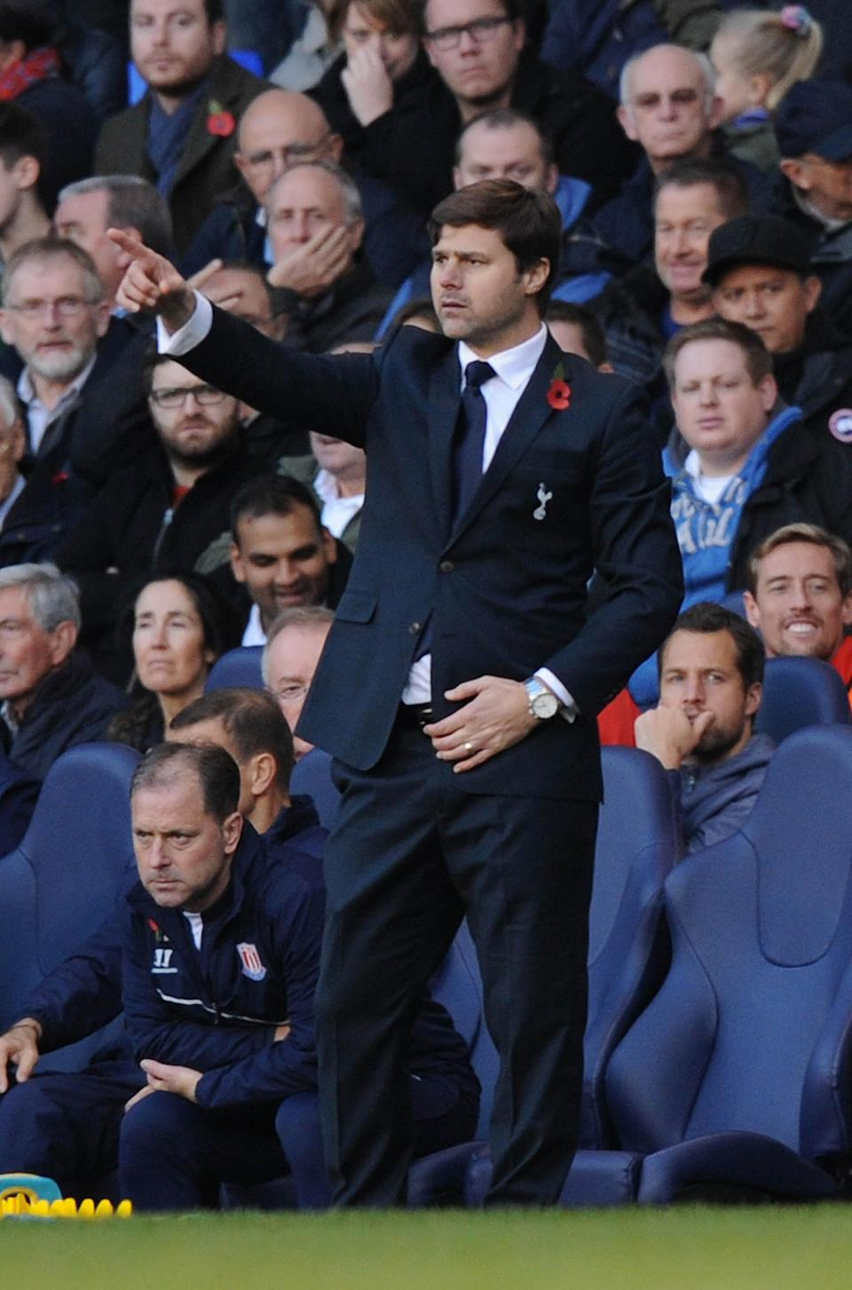 Tottenham Hotspur's Argentinian head coach Mauricio Pochettino gestures during the English Premier League football match against Stoke City at White Hart Lane in north London on November 9, 2014 (AFP Photo/Olly Greenwood)