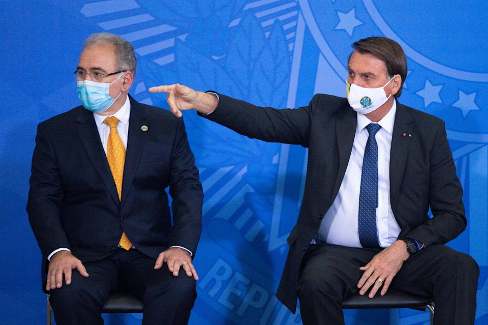 BRASILIA, BRAZIL - MAY 11: (L-R) Health Minister Marcelo Queiroga and President of Brazil Jair Bolsonaro gestures during theannouncement of amassive acquisition of intubation drugs to treat COVID-19 patients at Planalto Government Palace on May 11, 2021 in Brasilia, Brazil. Brazilian Health Ministry announced the acquisition of 4.5 million doses of intubation drugs to treat COVID-19 after workers reported shortage of critical medicines. Brazilian president Jair Bolsonaro is undergoing a probe carried by the Congress on mismanagement of the pandemic. Brazil is facing a virus outbreak which floods the ICU and already killed almost 424,000 people. (Photo by Andressa Anholete/Getty Images)