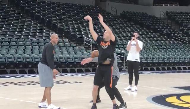 "Maybe you just see a pair of hands. But <a class=""link rapid-noclick-resp"" href=""/nba/players/5473/"" data-ylk=""slk:Devin Booker"">Devin Booker</a> sees a coach willing to use those hands to support him. (Screencap via Scott Bordow of the Arizona Republic)"