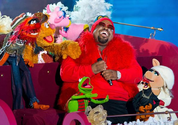 Cee Lo Has a Very Muppet Christmas  Cee Lo Green performs with the Muppet characters at the 80th annual Rockefeller Center Christmas Tree Lighting at Rockefeller Center on November 28th, 2012 in New York City. Related: • The Hottest Live Photos of 2012