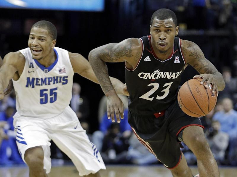 Cincinnati beats No. 18 Memphis 69-53