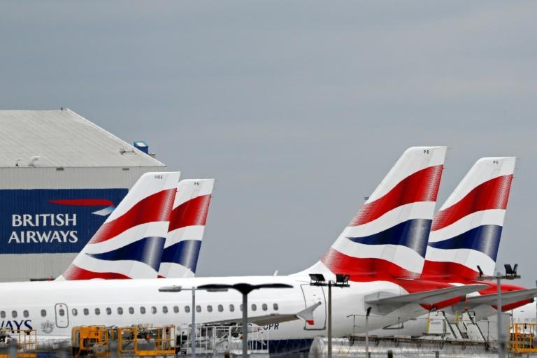 Varios aviones de British Airways permanecen estacionados en una zona del aeropuerto de Heathrow, el 8 de junio de 2020 al oeste de Londres