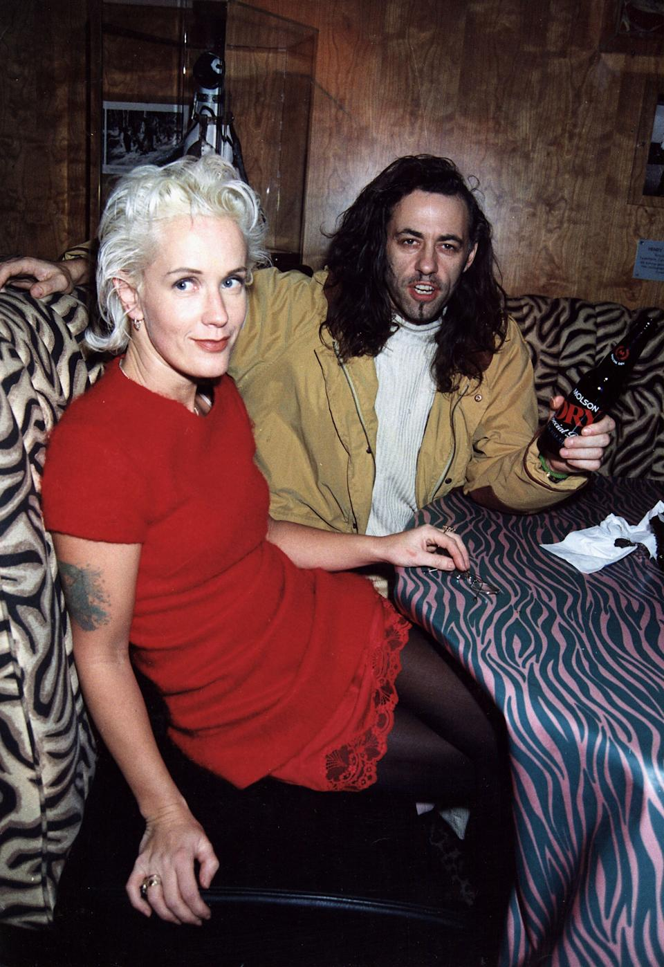 Bob Geldof (R) and Paula Yates attend a party on January 11, 1995, in London, England.  (Photo by Dave M. Benett/Getty Images)