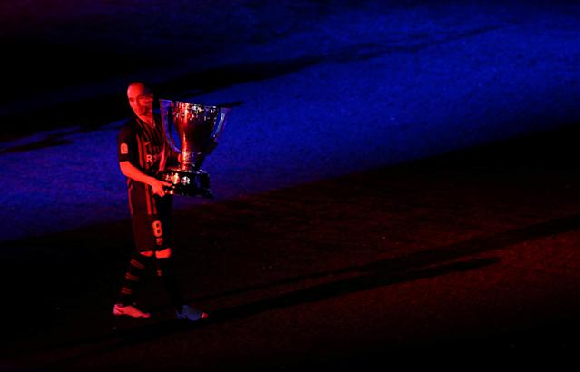 Soccer Football - La Liga Santander - FC Barcelona vs Real Sociedad - Camp Nou, Barcelona, Spain - May 20, 2018 Barcelona's Andres Iniesta celebrates with the La Liga trophy after the match REUTERS/Albert Gea TPX IMAGES OF THE DAY